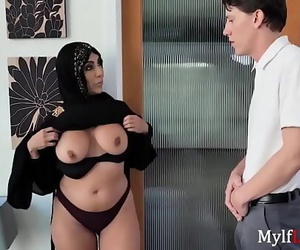 MILF In Hijab Hankers For A..