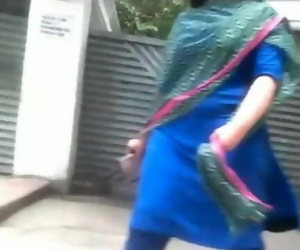 Desi Bhabi fat booty Walking..