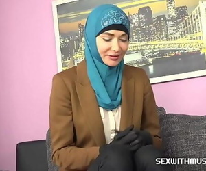 Muslim honey gets horny with..